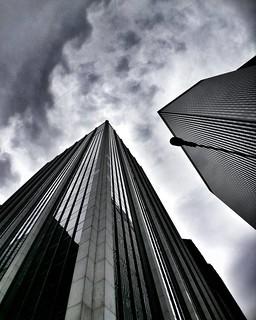 Yet another lookingup photo  #Newyork #nyc #newyorkcity #manhattan #skyscraper #architecture #archilovers #building #lookingup #geometry #Photo #Photography #Travel #travelgram #trip #follow #followme #sky #clouds #cloudporn #iloveny #ilovenyc #newyorkpho   by Mario De Carli