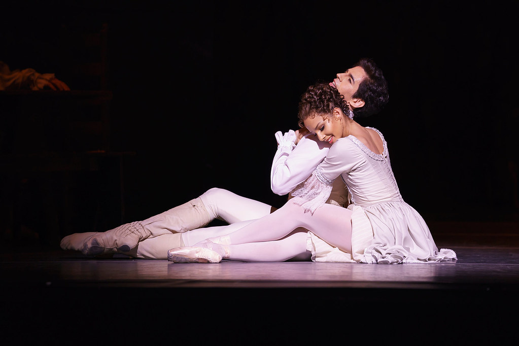 Francesca Hayward as Manon and Federico Bonelli as Des Grieux in MacMillan's Manon © ROH 2018. Photograph by Bill Cooper