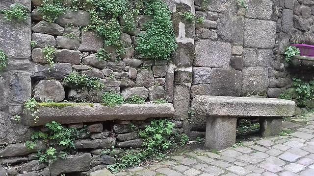 vieux banc de pierres