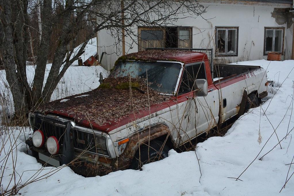 Jeep J20 Truck | Jeep J20 Truck on a abandoned farm  | Flash