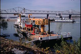 92j028: Towboats Chippewa and Pere Marquette on the Ohio at Louisville
