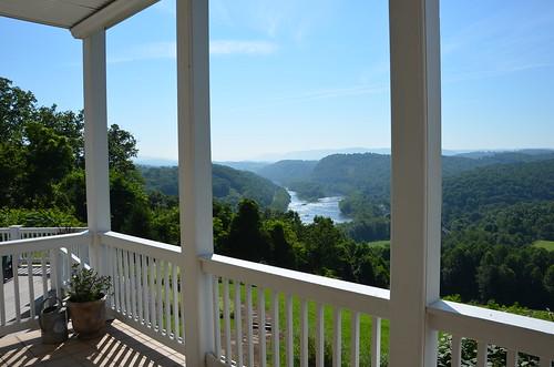 virginia pearisburginn riverbendbed breakfastbed breakfastbbinnnew river