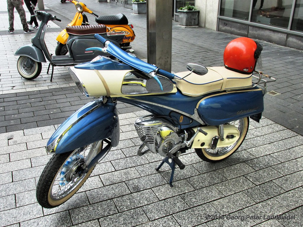 Victoria moped