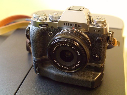 Fuji-XT1_Graphite_Vertical-Grip | by rodalens