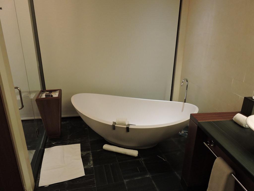Bathtub room 812 / Ritz Carlton Bal Harbour