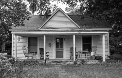 trees blackandwhite film table nikon chairs hc110 porch clapboard smalltown millhouse fe2 blancetnoir arista eduultra100 bwfp