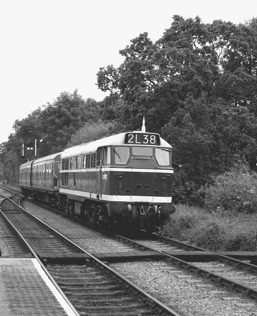 Class 31 D5631 approaches Holt with the 1057 service from Sheringham 11-06-16