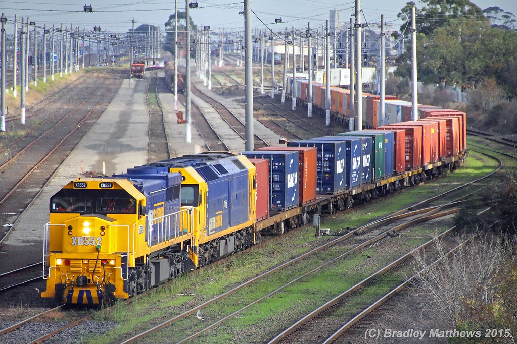 XR552-G536 with #9102 up Mildura (Merbein) PN