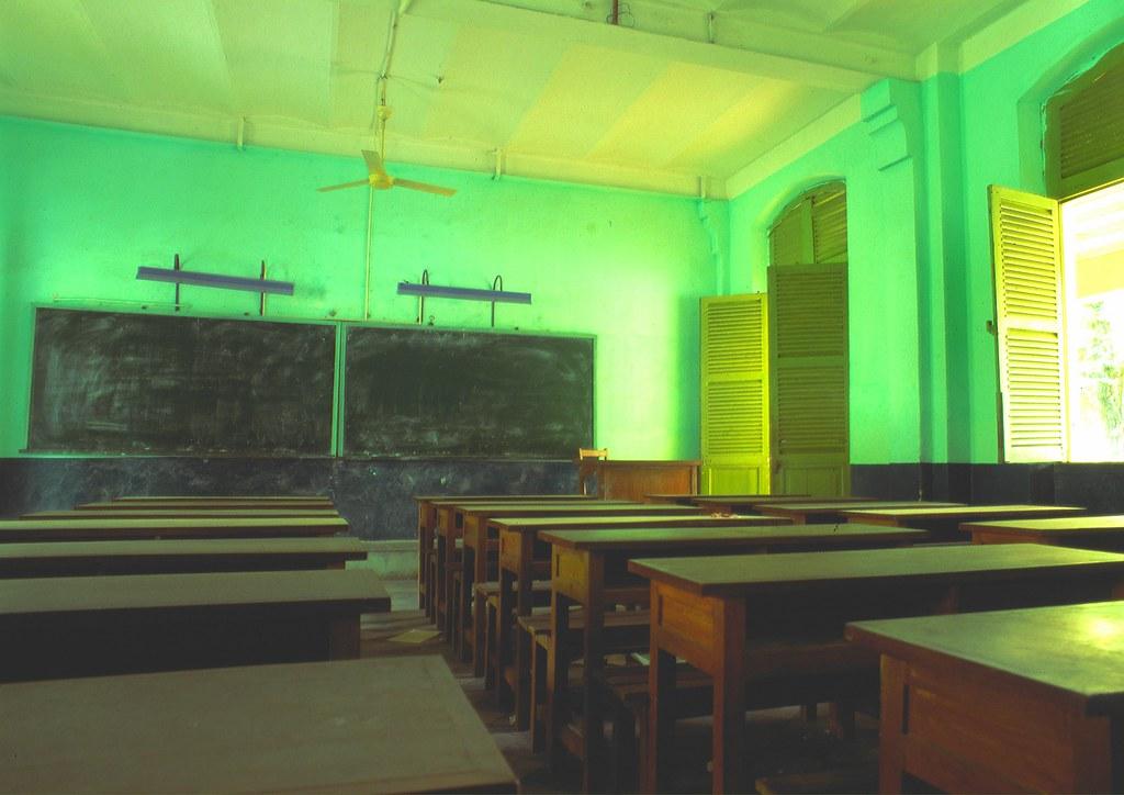 viet_sud_047 : dans mon ancien collège @ Saigon