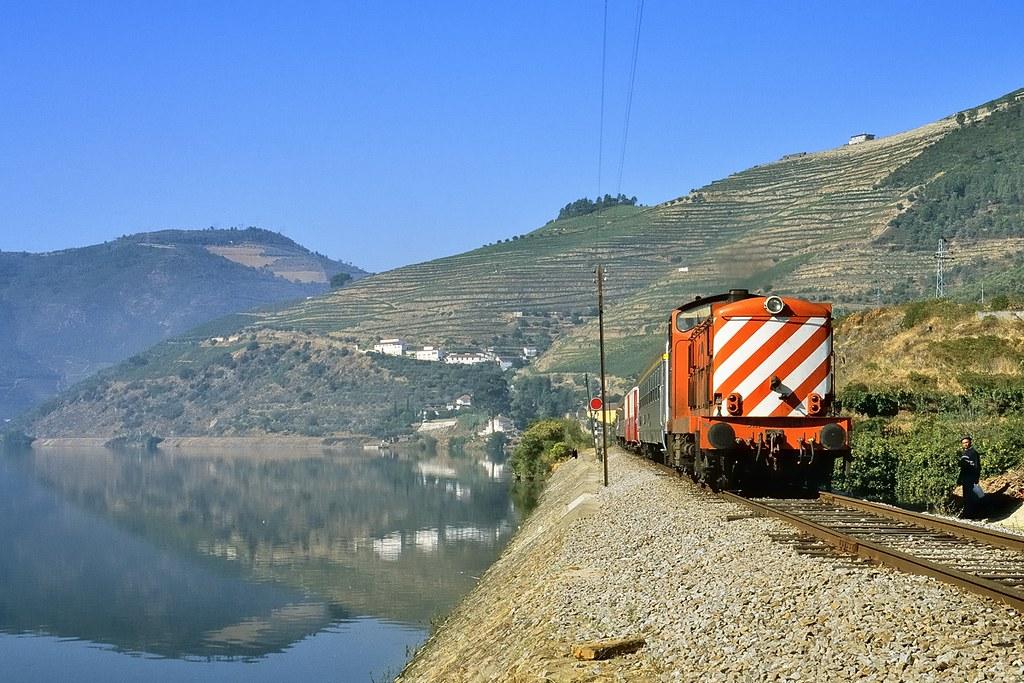 Linha do Douro, Covelinhas (Maarten van der Velden, 2000)