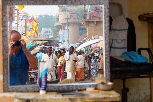 Auto-portrait chez un coiffeur...Varanasi..India