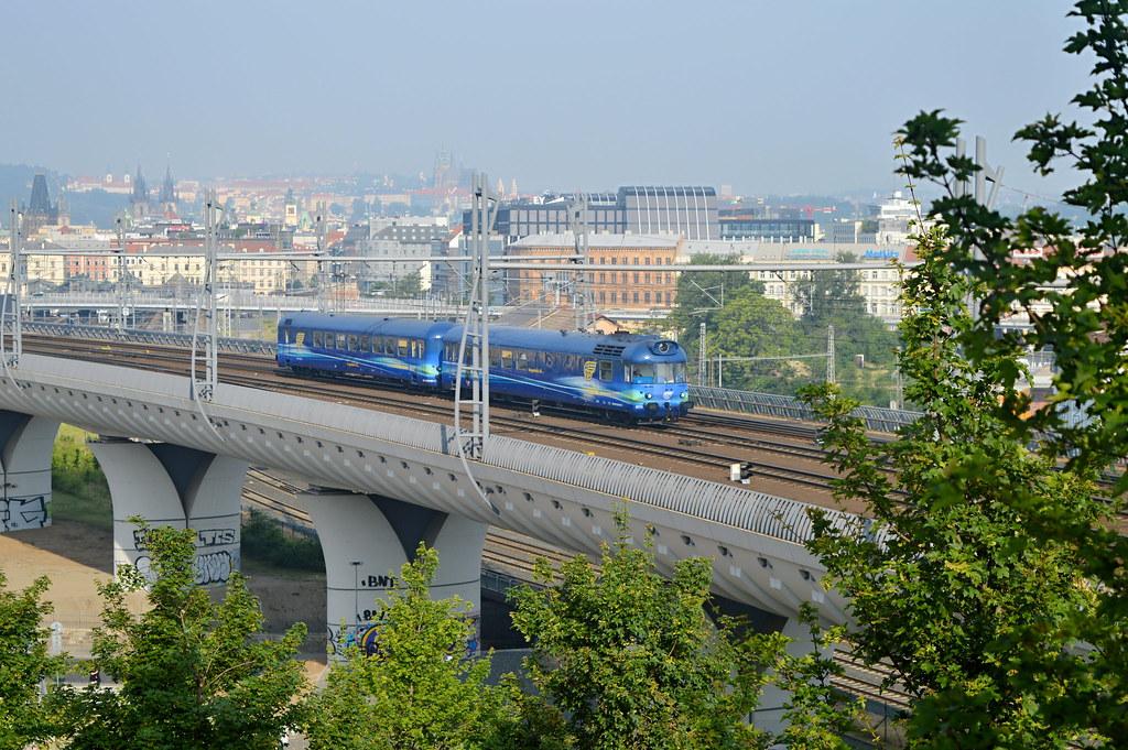 Modrý krokodýl AŽD 851.026-5, Praha