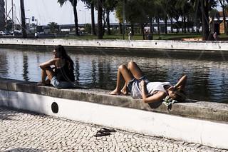 Girls Waiting For The Bus (2), Aveiro