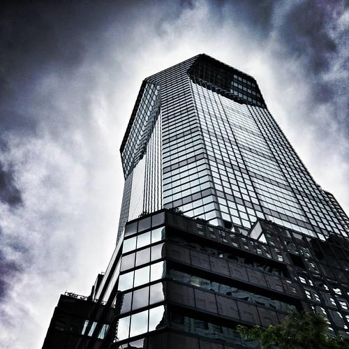 Glass building  #newyork #nyc #newyorkcity #manhattan #architecture #archilovers #modern #building #buildings #glass #lookingup #sky #clouds #cloudporn #travelgram #Travel #trip ##Photo ##Photography #Dramatic #iloveny #ilovenyc #newyorkphoto #instacool #   by Mario De Carli