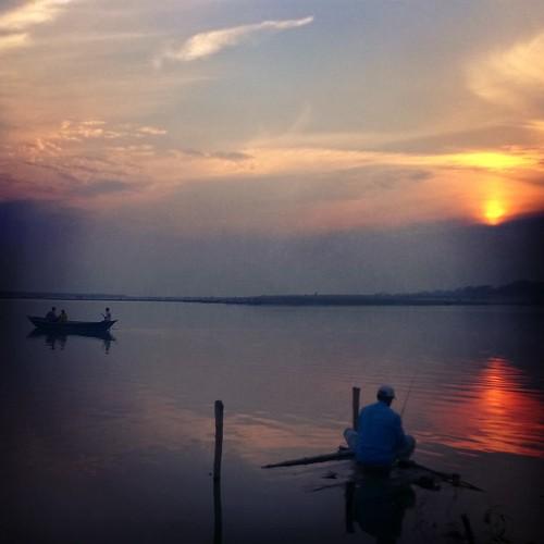 sunset sky water river twilight fisherman idle bangladesh boatman 6tag skyart rajshahi padmariver instagram