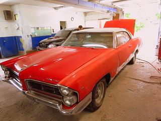 Vieux Pontiac V8, Parisienne 1965 / garage