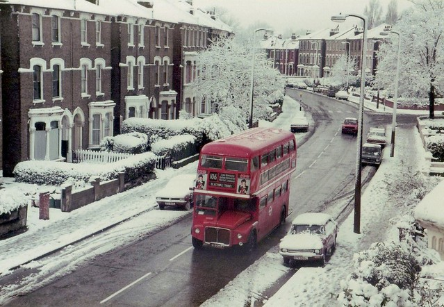 Stoke Newington Manor Road bus snow scene 12/81