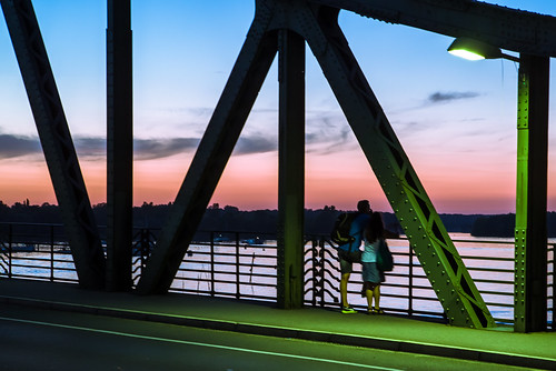 abend architektur berlin brücke deutschland germany glienickerbrücke himmel leute menschen paar person pärchen sonnenuntergang tamron tamronspaf2875mmf28xrdi tamron287528 wannsee architecture bridge couple evening people ponte sky sunset
