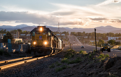 up union pacific train trains emd gp402 denver south local military branch industrial railroad railway rails mountains sunset urban