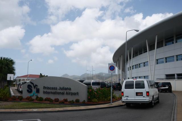 金, 2015-05-15 12:49 - Princess Juliana Airport