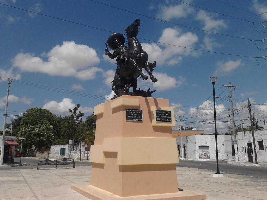 Mérida, Yucatán | Monumento a Pedro Infante | De Mochila por México | Flickr