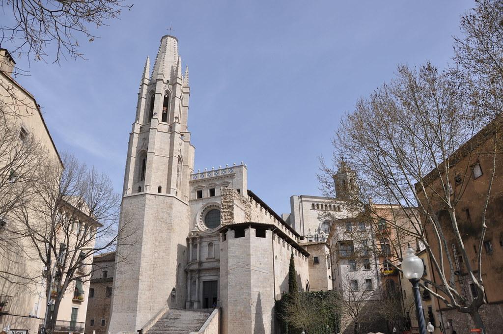 Girona. Collegiate church of St Feliu. Nave 14th. C. Bell tower 16th. C. Façade 17th. C.