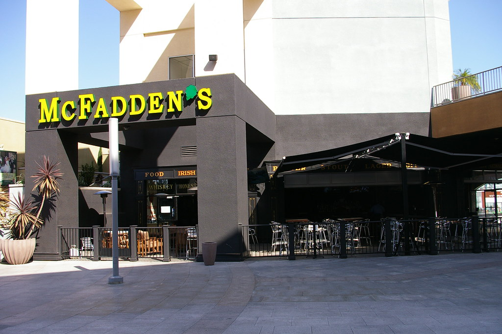 Garden Walk Dining: Irish Bar/restaurant At The Anaheim Garden Walk