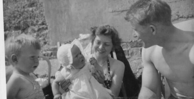 1958 - 12 - Grahame, Debbie, Val and Dave Gough