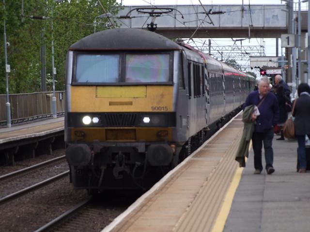AGA 90015 hauls the Pretendolino set on the 1P39 1300 Norwich to London Liverpool Street service into Diss 14-05-15