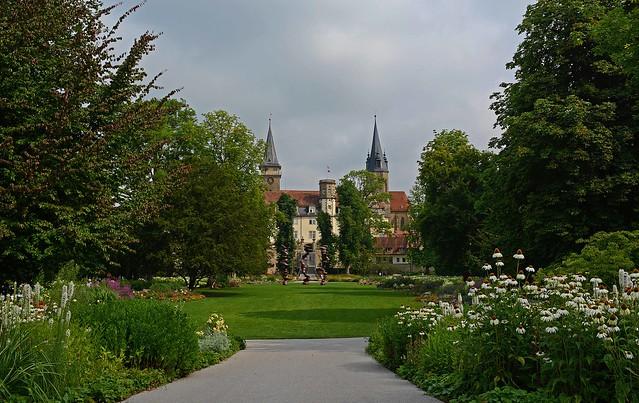 Barocker Hofgarten mit Öhringer Schloss