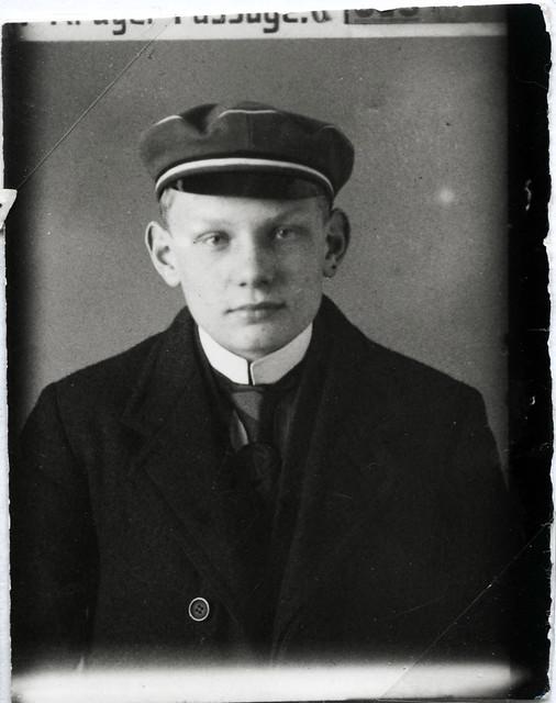 Archiv A84 Schüler mit Schulmütze, 1900er