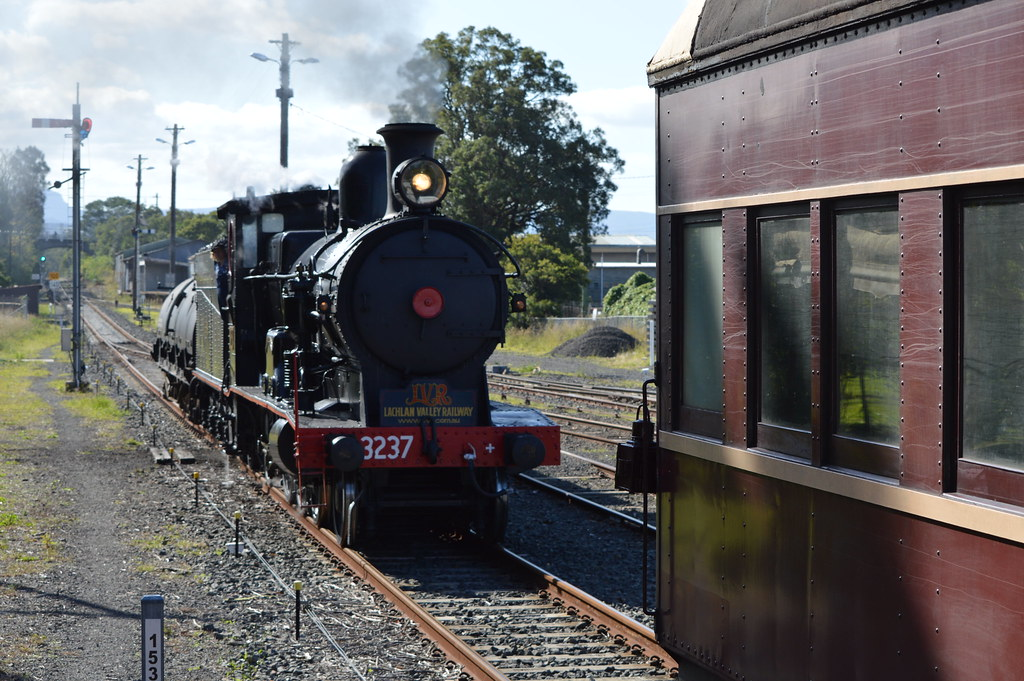 3237 shunting at Bomaderry by s3_gunzel