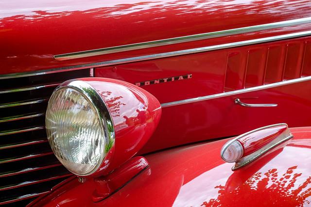1938 Pontiac De Luxe Series 26 4-door Touring Sedan