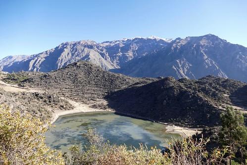pinchollo caldera crater lake lago cruz del condor cañon de colca cañondecolca canon valley valleydecolca arequipa chivay peru mountains landscape berge montanas view panoramic panorama