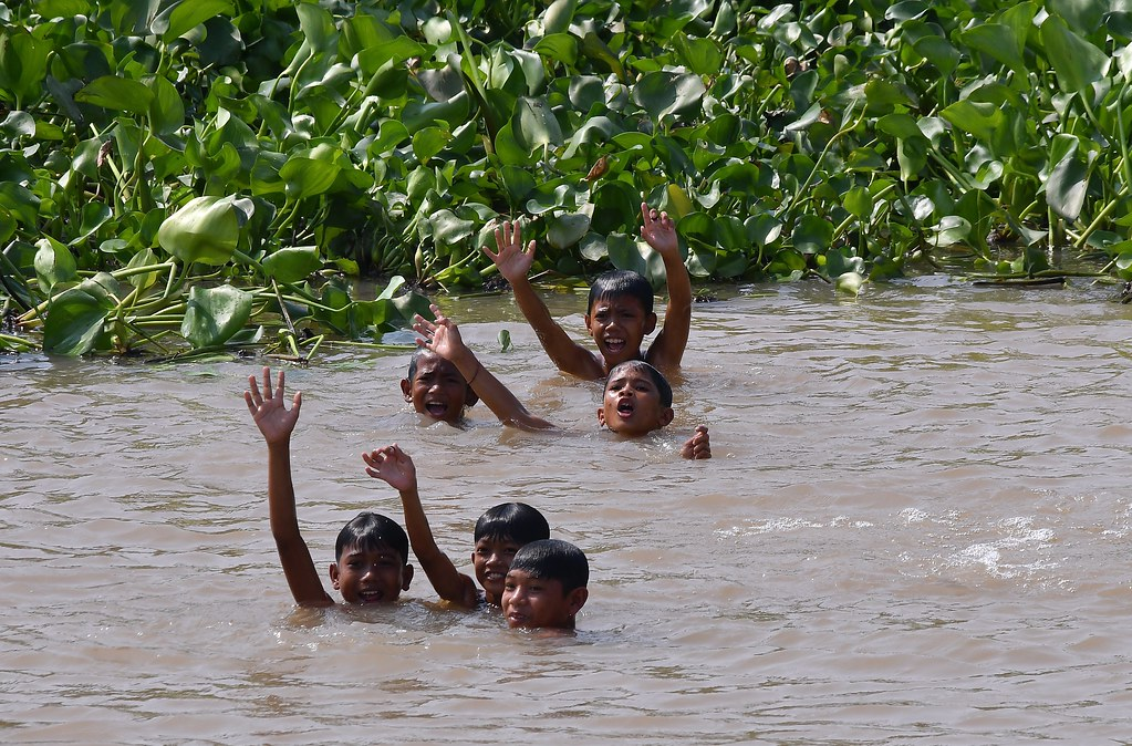Mekong River (Cambodia) - Kids swimming and having a great