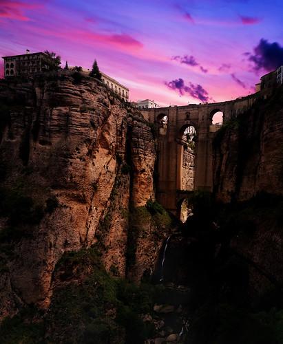 sunset puentenuevo ronda andalucia spain espana 2018 bridge cliff ravine valley steep side buildings silhouette shadow pink clouds d3200 nikon nikkor