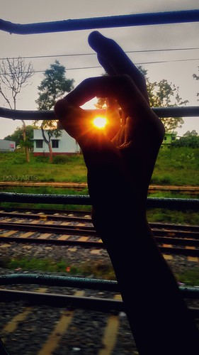 sun light sunset travel photography railways train background portrait fingers tamilnadu salem dnuarts mobile green yellow orange blue sky land agriculture village window seat tracks mobilephotography colors mobileedits colorcorrections