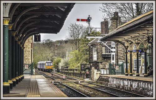 knaresborough railwaystation semaphoresignals signalbox 144017 class144 pacer northernrail railway train