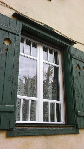 Elromlott valami régi ablakán? Keressen fel minket, mi kijavítjuk!