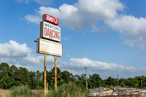 abandoned sign texas decay tx ruraldecay waelder waeldertexas waeldertx