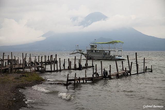 Tarde con niebla - Lago Atitlan