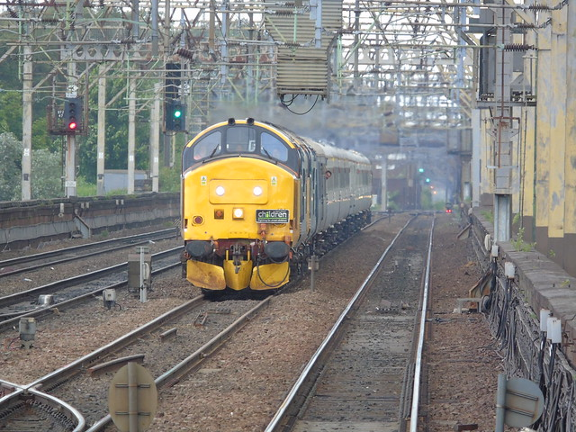 37424/407 and 37401 on the rear approaching stockport with the nosey peaker railtour to buxton.