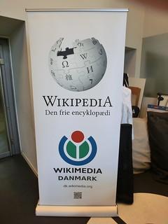 Wikimedia Danmark has shiny new roll-ups! #smkfridays #nodw15