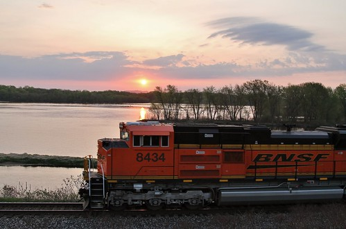 railroad minnesota train sunrise ace mississippiriver cp dakota freight bnsf 289 emd 8434 sd70ace riversub bnsf8434