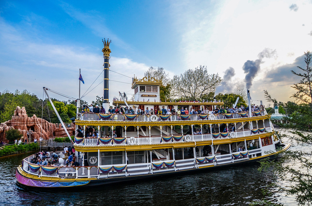 Riverboat going by TDL