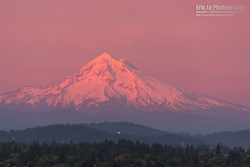 pink light sunset red usa mountain snow oregon canon portland landscape photography unitedstates sony telephoto mounthood ericlo metabones ef100400mmf45f56lisiiusm 100400l2 a7r2 ilce7rm2 efnexsmartadapter