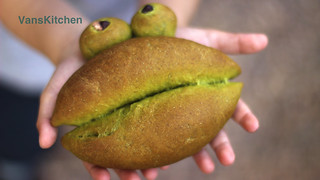 Froggy spinach bread | by van_pham