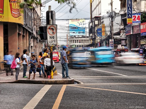 olympus omd em5 olympusomdem5mark2 people city lovelycity nice niceview cebu cebucity philippines on1photo yabbadabbadoo mirrorless microfourthirds m43 artisitc artfilter art streetphotography streetphoto longexposure cars car blurred mixed interesting cool 45mm
