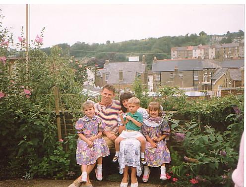 Joy, Grahame and family in Belgrave Gdn