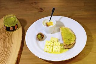 Tostada de mermelada de Aciete De Oliva con queso y yogurt